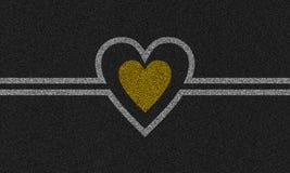 Fond d'asphalte avec le coeur peint Image stock