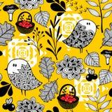 Fond d'automne avec des champignons, des baies et des oiseaux mignons de griffonnage illustration libre de droits