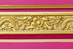 Fond d'or chinois de dragon Images stock