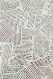 Fond d?chir? de r?p?tition noir et blanc de journal Mod?le continu laiss?, droit, en haut et en bas images stock