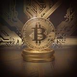 Fond d'or de pièce de monnaie de cryptocurrency de Bitcoin Photographie stock libre de droits