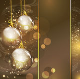 Fond d'or de vacances avec les billes en verre d'or Photo stock