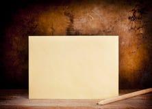 Fond d'enveloppe de cru Photo libre de droits
