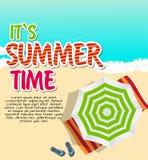 Fond d'heure d'été Sunny Beach dans le vecteur plat de style de conception Photographie stock libre de droits