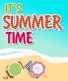 Fond d'heure d'été Sunny Beach dans le vecteur plat de style de conception Photographie stock