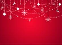 Fond d'hiver avec les flocons de neige, les perles, les étoiles et les boules blancs plats sur le fond rouge illustration stock