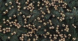 Fond d'hiver des branches de sapin Orné avec des babioles d'or Carte de Noël Vue supérieure Félicitations de Noël photographie stock