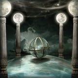 Fond d'imagination avec des colonnes de lune et 3 armillaires Images stock
