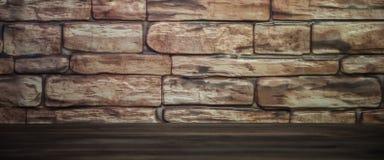 Fond d'un mur de briques avec une table en bois allumée par la lumière vignetting image stock