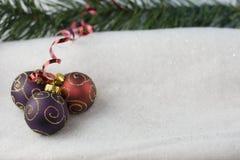 Fond de babiole de Noël trois images libres de droits