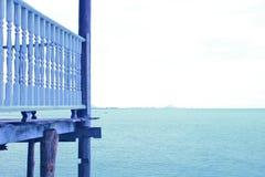 Fond de balcon de ville d'horizon de mer de Golfe images libres de droits