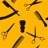 Fond de Barber Shop ou de coiffeur, modèle sans couture avec des ciseaux de coiffure, brosse de rasage, rasoir, peigne pour l'hom Image libre de droits