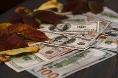 Fond de 100 billets d'un dollar Conclusion pour chacun Photo stock