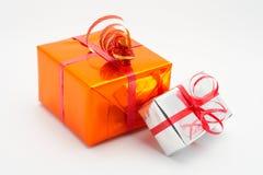 Fond de blanc de deux cadres de cadeau Image stock