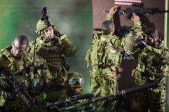 Fond de blanc de nombre d'actions de soldat d'équipe d'homme de jouet Photo libre de droits