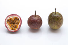 Fond de blanc de passiflore comestible de passiflore Image libre de droits