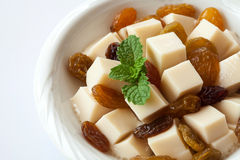 Fond de blanc de raisin sec de pudding photos stock