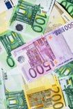 Fond de blanc de plusieurs billets de banque Images stock