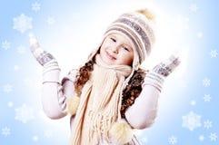 Fond de bleu d'éclaille de neige de fille de l'hiver Images libres de droits