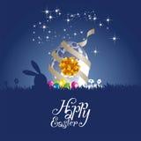 Fond de bleu de cadeau d'oeufs de lune de lapin de Pâques Photo libre de droits