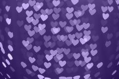 Fond de bokeh brouillé par forme de coeur avec des étincelles Ultra-violet photographie stock