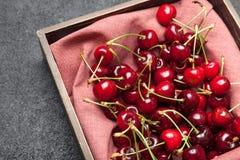 Fond de bol de cerise, fruits juteux image libre de droits