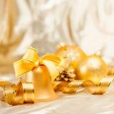 Fond de boules et de jouets de Noël Photographie stock