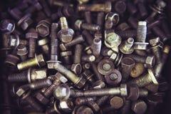 Fond de boulons d'écrous boulons en métal de sorts Photo teintée images stock