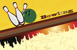 Fond de bowling et silhouette de ville Photographie stock libre de droits