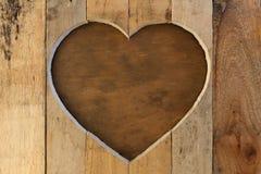 Fond de brun de cadre en bois de coeur de valentines d'amour Photos stock