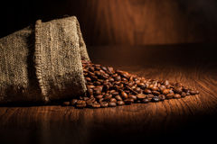 Fond de café avec les grains et l'espace vide Photo stock