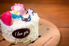 Fond de carte de voeux de gâteau Gâteau blanc de vanille d'anniversaire Images stock