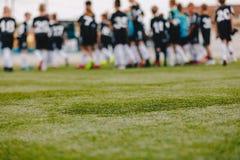 Fond de champ de sports Image brouillée de lancement du football photographie stock libre de droits