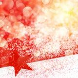 Fond de Chrismas Snining avec les étoiles rouges Images libres de droits