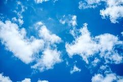Fond de ciel bleu et de nuages Photographie stock