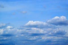 Fond 171015 0049 de ciel bleu et de nuages Photographie stock