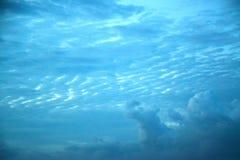 Fond de ciel bleu et de nuages Photos stock