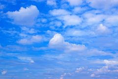 Fond de ciel bleu et de nuages Photos libres de droits