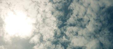 Fond de ciel nuageux images libres de droits