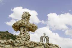 Fond de ciel nuageux et de hautes montagnes Photo libre de droits
