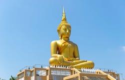 Fond de ciel de religion de prêtre de statue de Bouddha images libres de droits