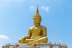 Fond de ciel de religion de prêtre de statue de Bouddha photographie stock libre de droits