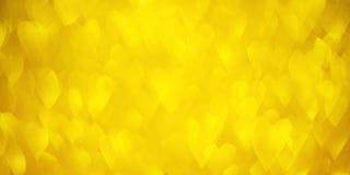 Fond de coeurs de bokeh d'or avec les lumières d'or lumineuses de scintillement pour la Saint-Valentin ou les femmes jour, le 8 m photos libres de droits