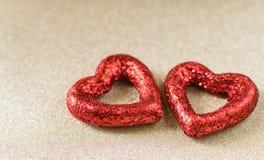 Fond de coeurs de scintillement de jour du ` s de Valentine avec le fond brouillé Image libre de droits
