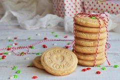 Fond de concept de Noël et de célébration de vacances de nouvelle année Biscuit fait maison d'écrou, sablé, décoration d'arbre de Images stock