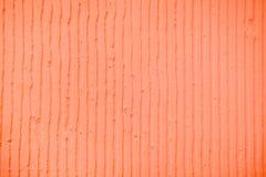 Fond de corail texturisé avec les lignes verticales et les rayures de plâtre photographie stock