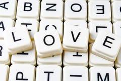 Fond de couverture de label de légende de titre de mots croisé de mot des textes d'amour Blocs de jouet de lettre d'alphabet Lett Photo stock