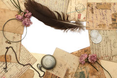 Fond de cru avec les cartes postales et la fleur Image libre de droits