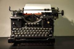 Fond de cru Vieille machine à écrire photographie stock