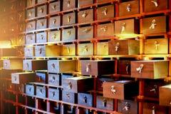 Fond de cru de vieille texture en bois de modèle de tiroirs images stock